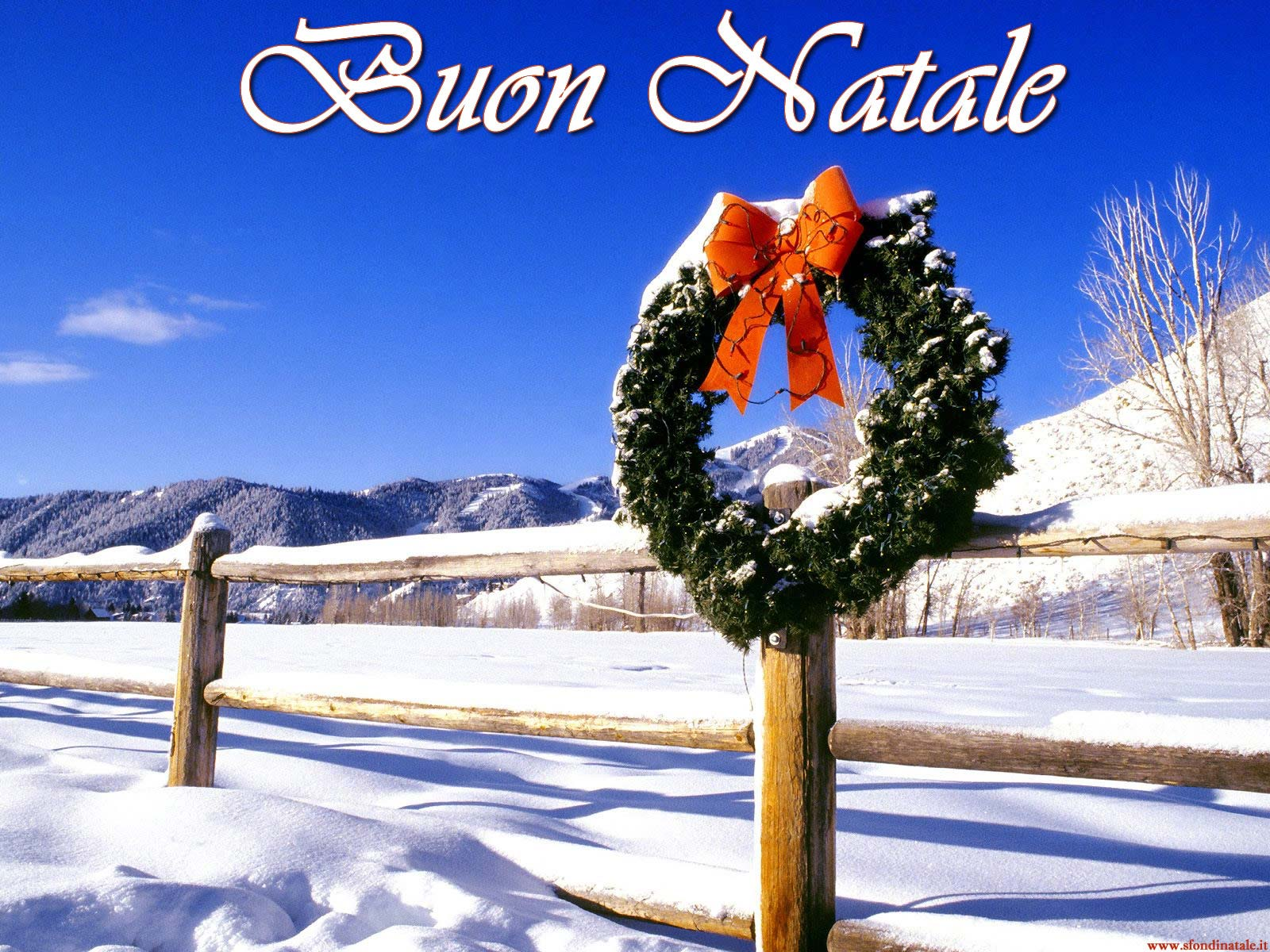 Sfondi Natale - Sfondo Natalizio innevato con corona